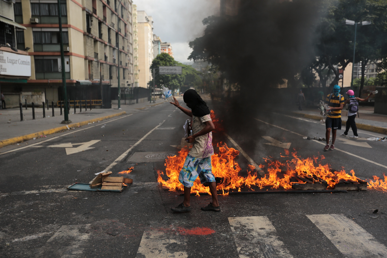 Нападнаха с хеликоптер върховния съд в Каракас