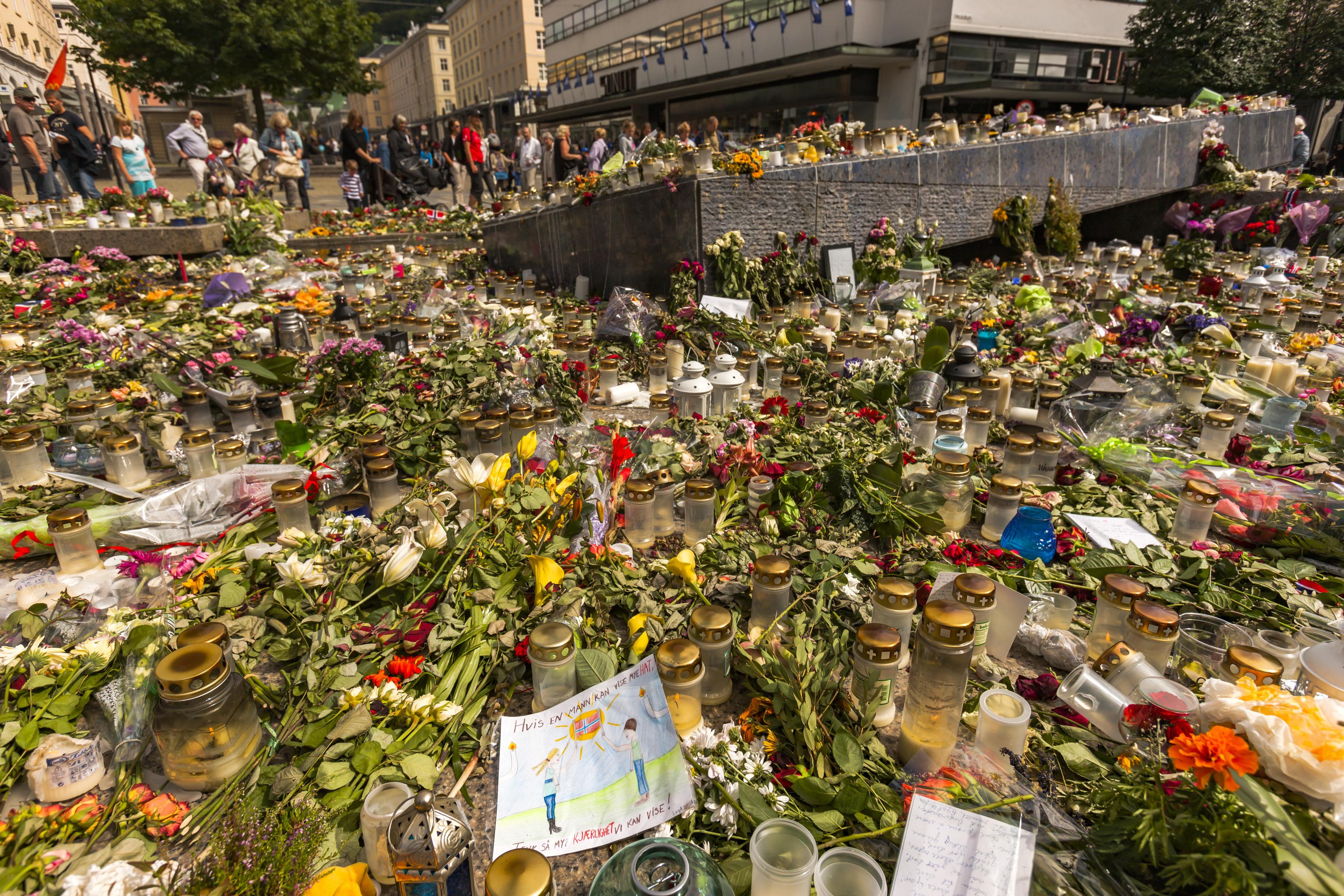Терористът Брайвик съди норвежката държава