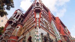 Вижте първата сграда на Антони Гауди