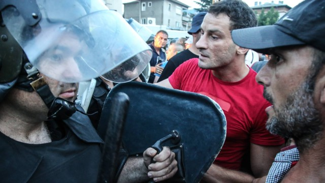 Арестуваха Перата в Асеновград, нападнал оператор на медия
