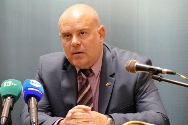 Ръководен офицер участвал в схемата за крадене на скъпи автомобили