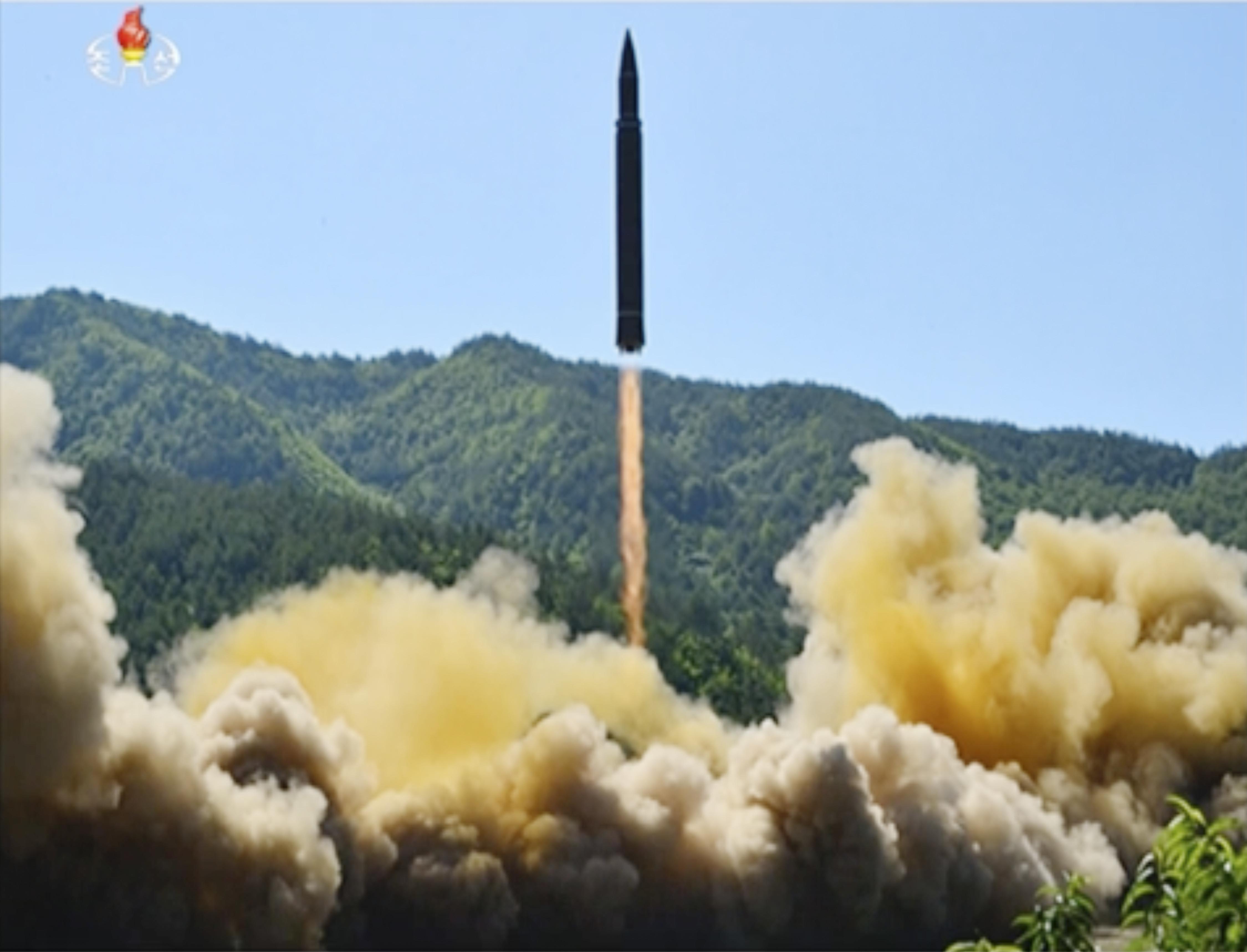 Пхенян няма скоро да има ракета за удари по САЩ