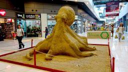 Огромен пясъчен октопод в София