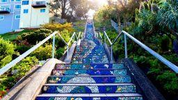Магическа стълба, която води към Луната и Слънцето