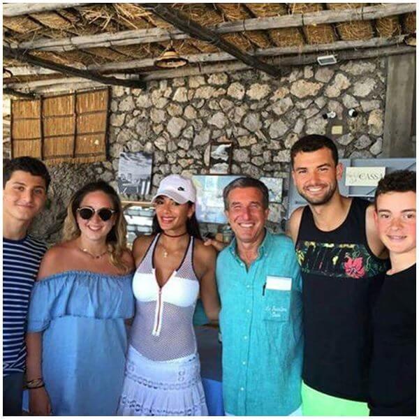 Гришо и Никол си почиват на о-в Капри (снимки)