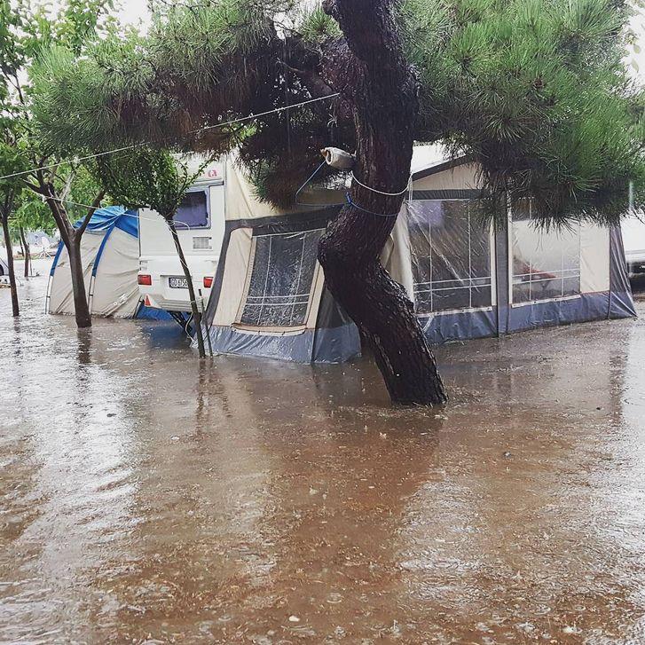 "Циклонът ""Медуза"" потопи Халкидики (снимки+видео)"