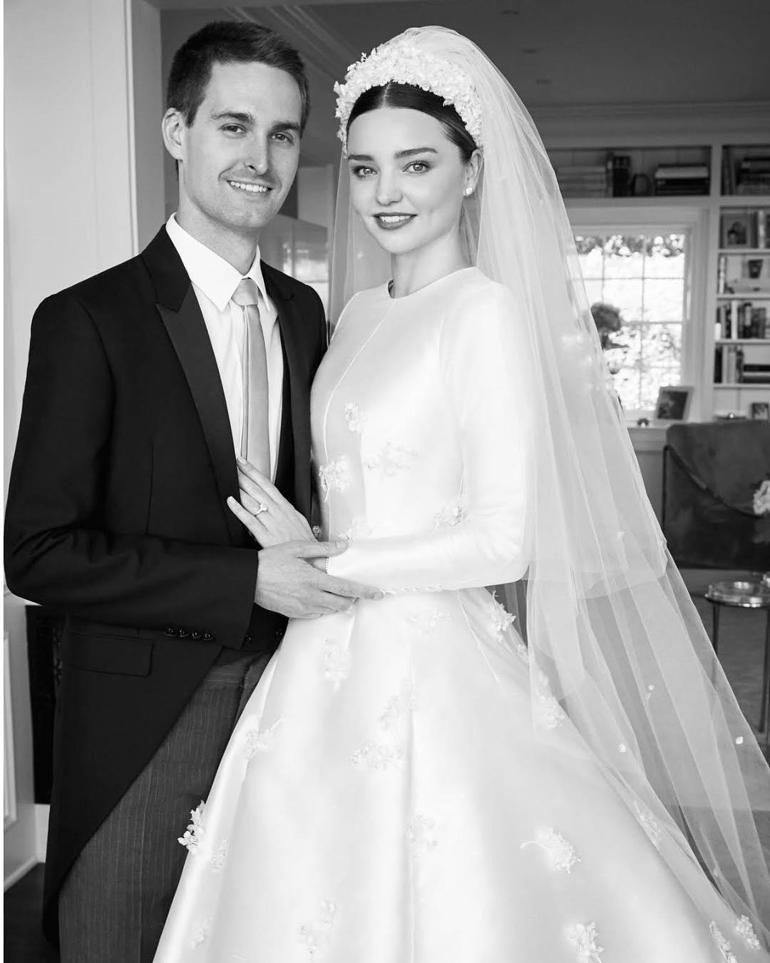 Миранда Кер показа сватбената си рокля в стил Грейс Кели