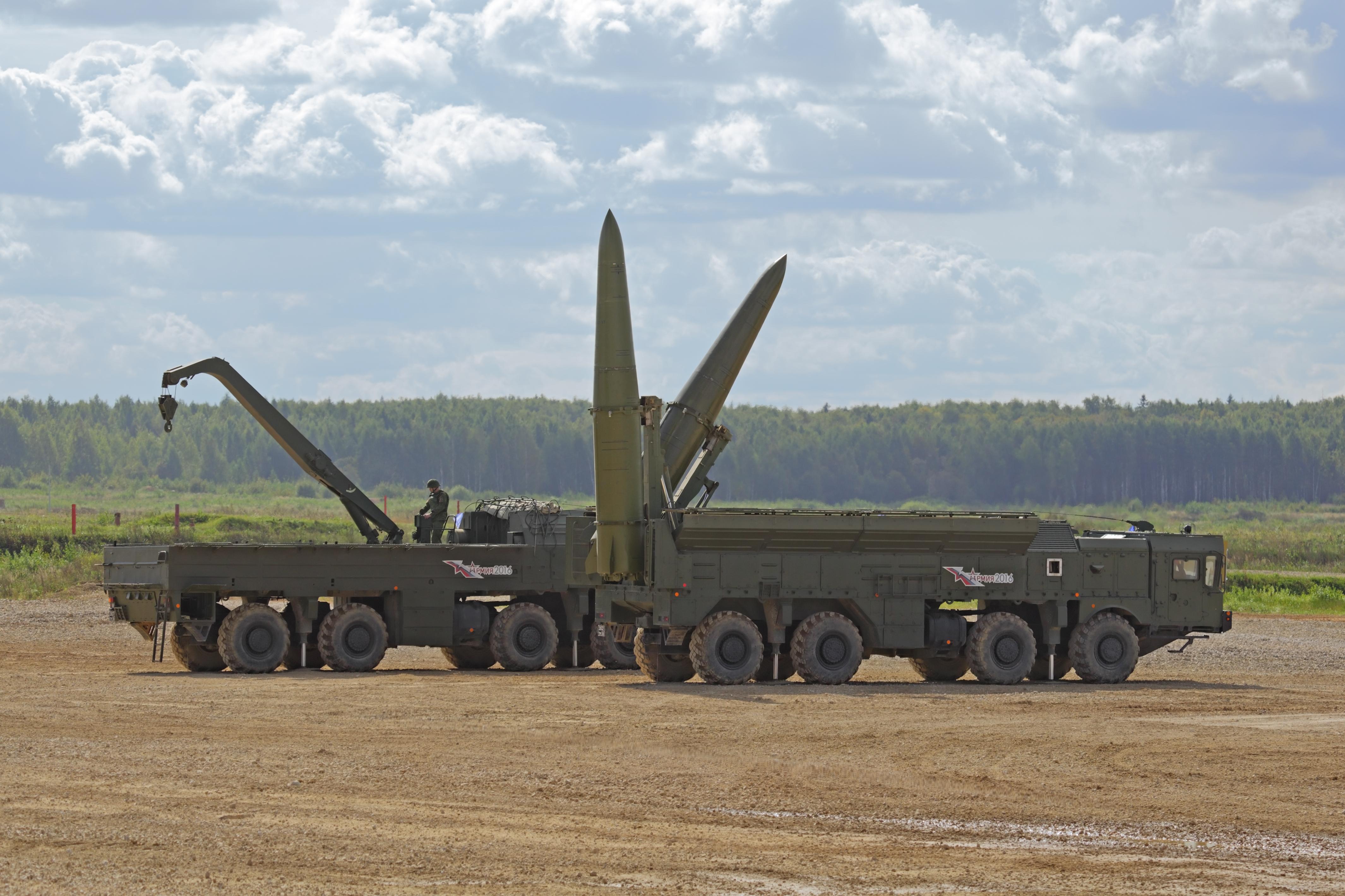 Трупат войски и оръжия по границата НАТО - Русия