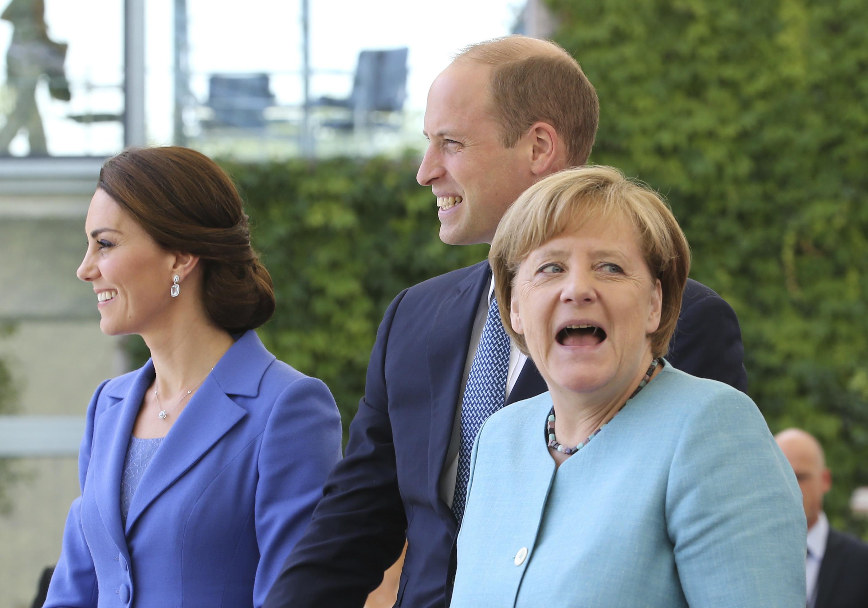 Ангела Меркел посрещна Уилям и Катрин в Берлин