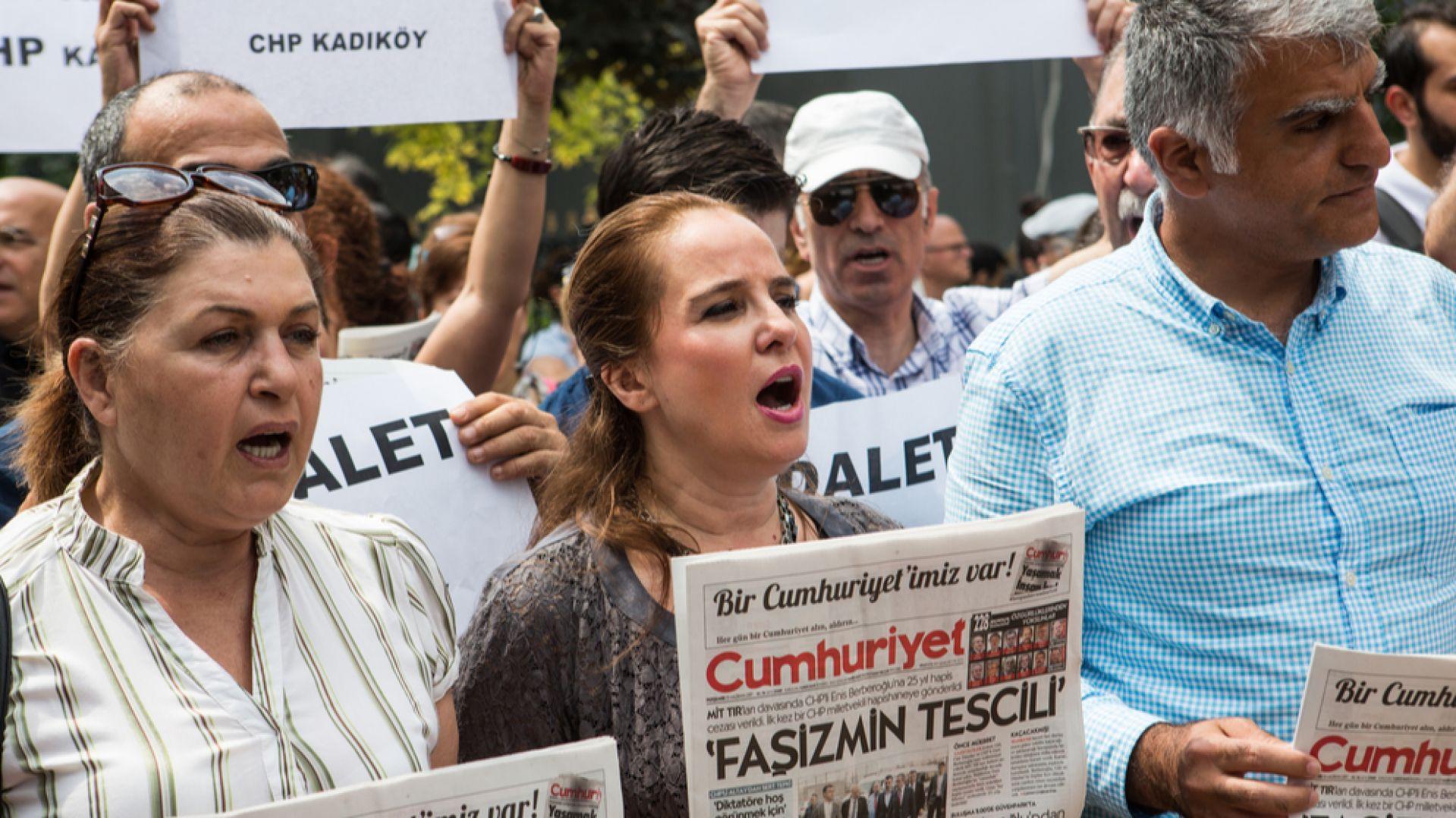 Върнаха в затвора журналиста Кадри Гюрсел