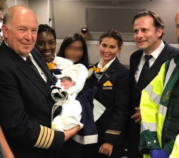 Бебето, родено в самолет над океана, е от Пазарджик