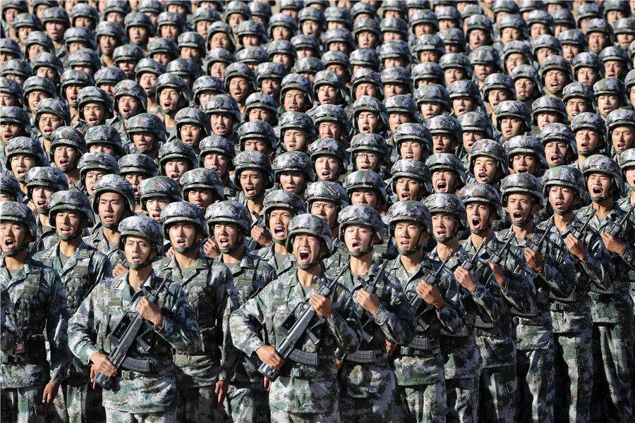 Китай показа нови оръжия на огромен парад