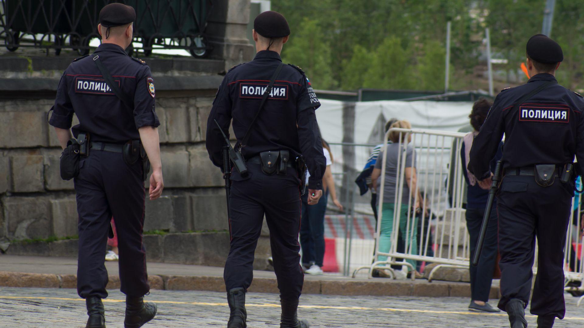 Мъж стреля по спецполицаи в центъра на Москва