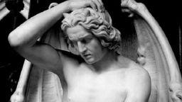 Махнали статуя на Луцифер, защото красотата й отклонявала вниманието от проповедите в храма