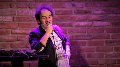 Ники Станоев с премиерно стендъп комеди шоу във Варна
