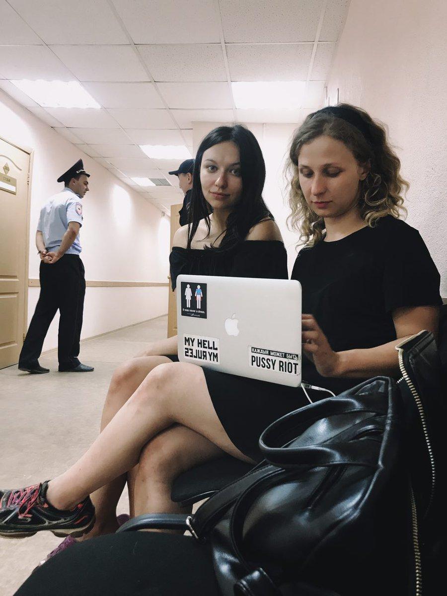 """Пуси райът"" подкрепиха украински режисьор, арестуваха ги"