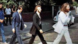 Зад кулисите на знаменитата фотосесия на The Beatles за албума Abbey Road