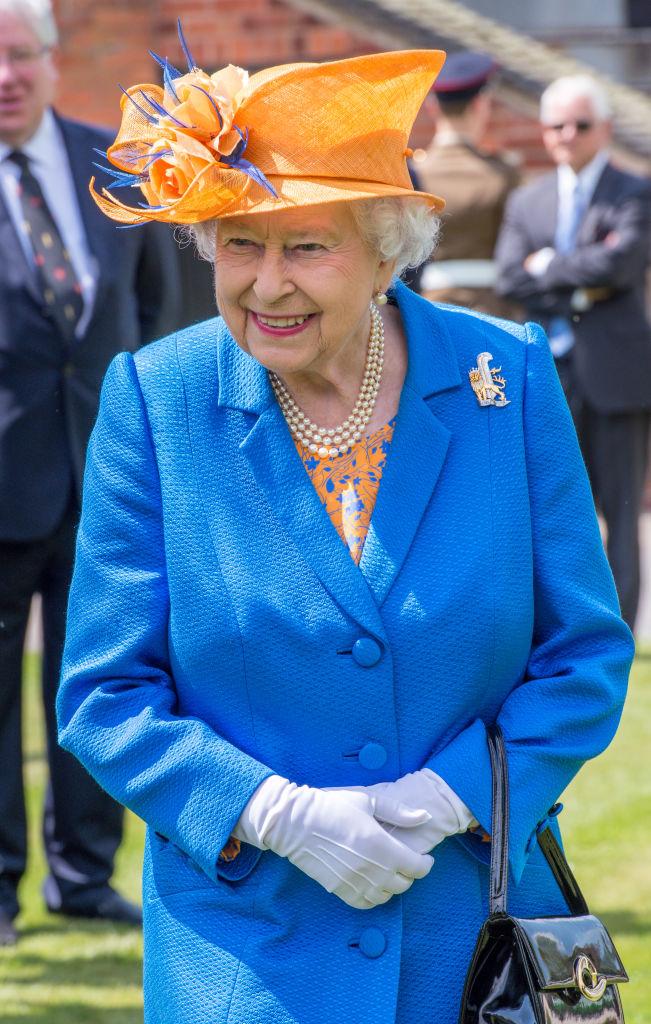 Елизабет II се разделила с дизайнерката си на сутиени