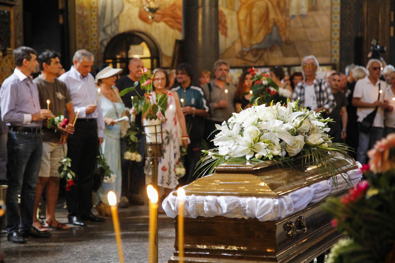 Десетки изпратиха Асен Гаргов, Лили Иванова плака на концерт