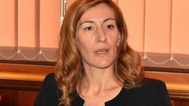 """Ангелкова: Следим фалита на """"Томас Кук"""", догодина ще има отлив на туристи"""