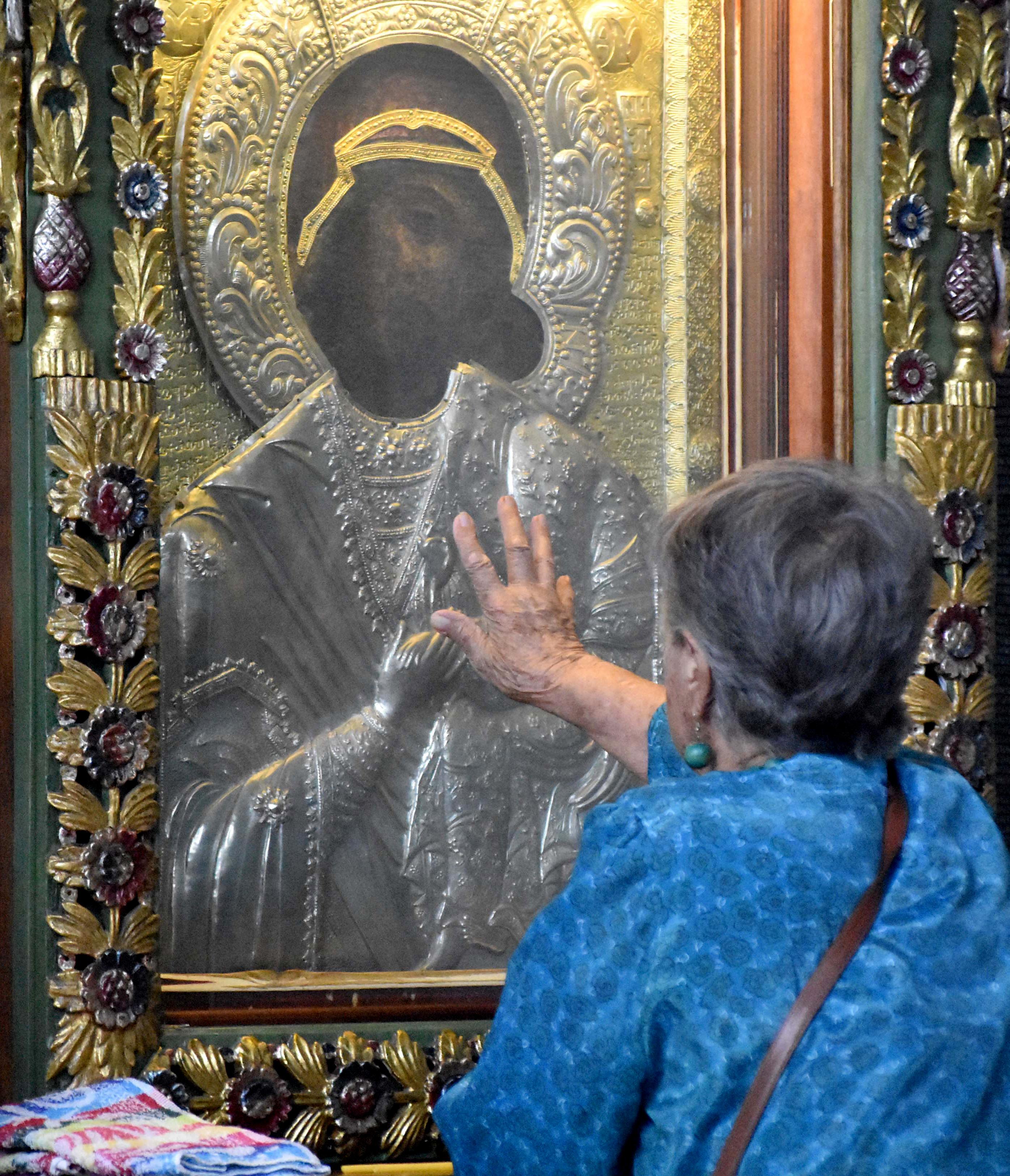 Изследване: Българите вярват в Бог, но рядко влизат в църква