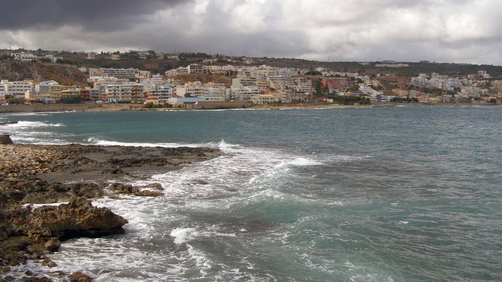 Руска туристка бе спасена след 14 часа в морето край Крит
