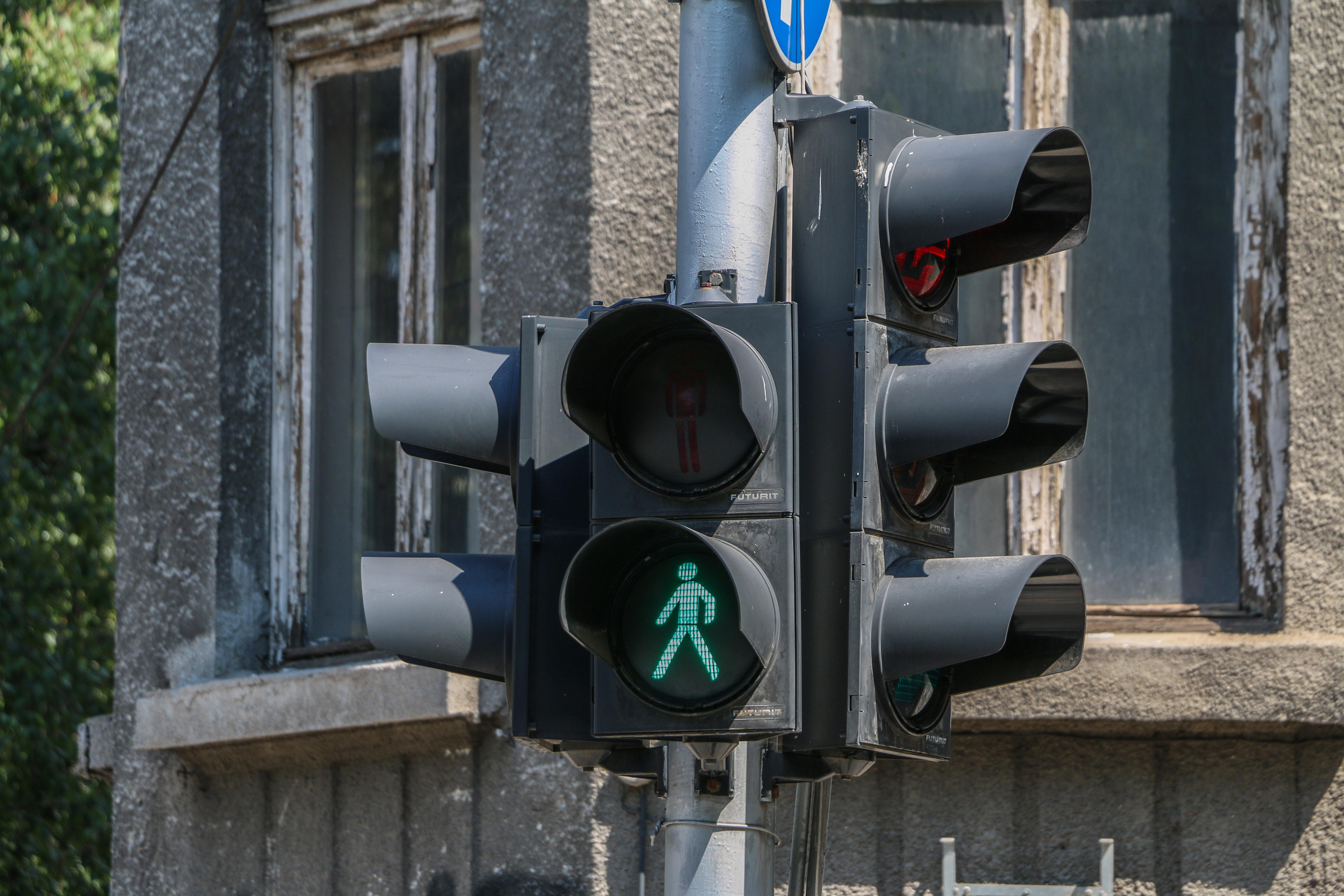 Съдят софиянец, счупил светофар