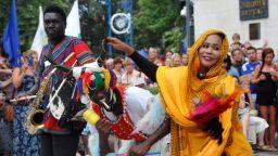 Потопете се в пъстрите багри на Международния фолклорен фестивал в Бургас