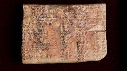 Разгадаха тайната на древна вавилонска глинена плочка