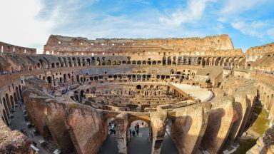 Арестуваха турист в Италия, драскал по Колизеума