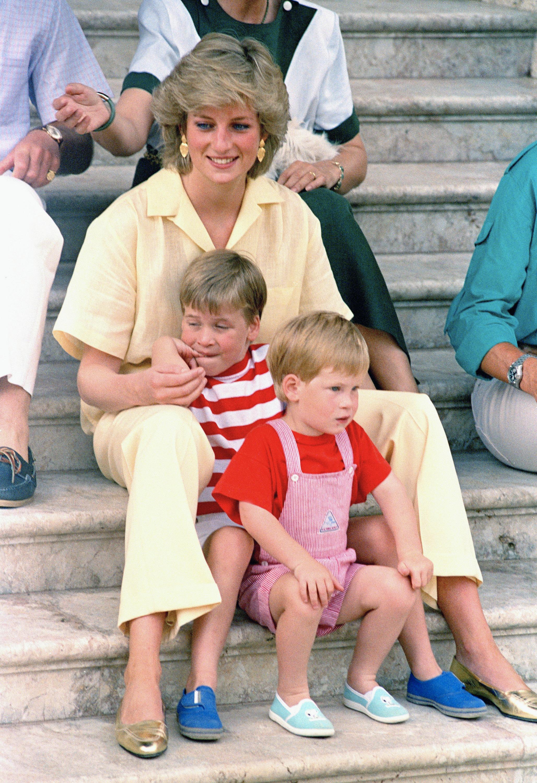 принцеса Даяна със синовете си Уилям и Хари