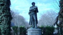 Знаем ли кой е авторът на паметника на Пушкин в Морската градина в Бургас?