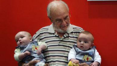 """80-годишен австралиец дарява """"златна"""" кръв - спасил е над 2 милиона деца"""