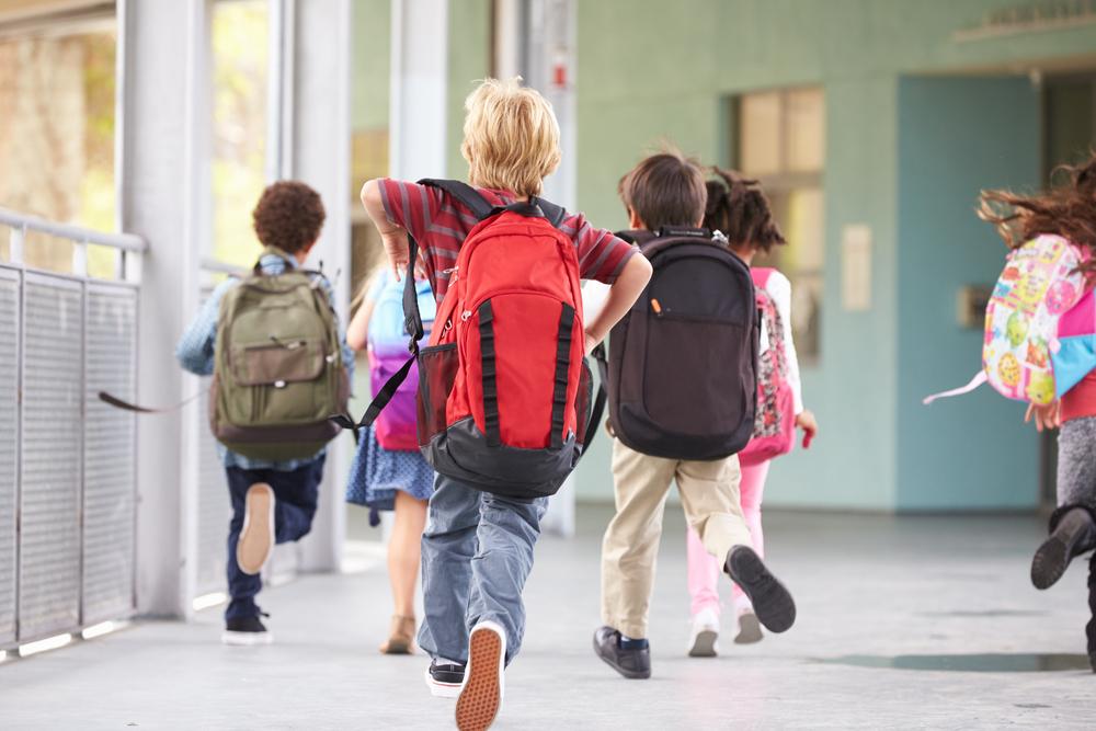Как да станат ученическите раници по-леки