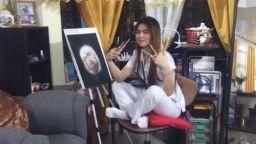 Медицинска сестра рисува със спринцовка фантастични картини