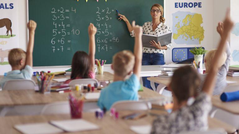 Проучване: Къса се връзката родители - учители