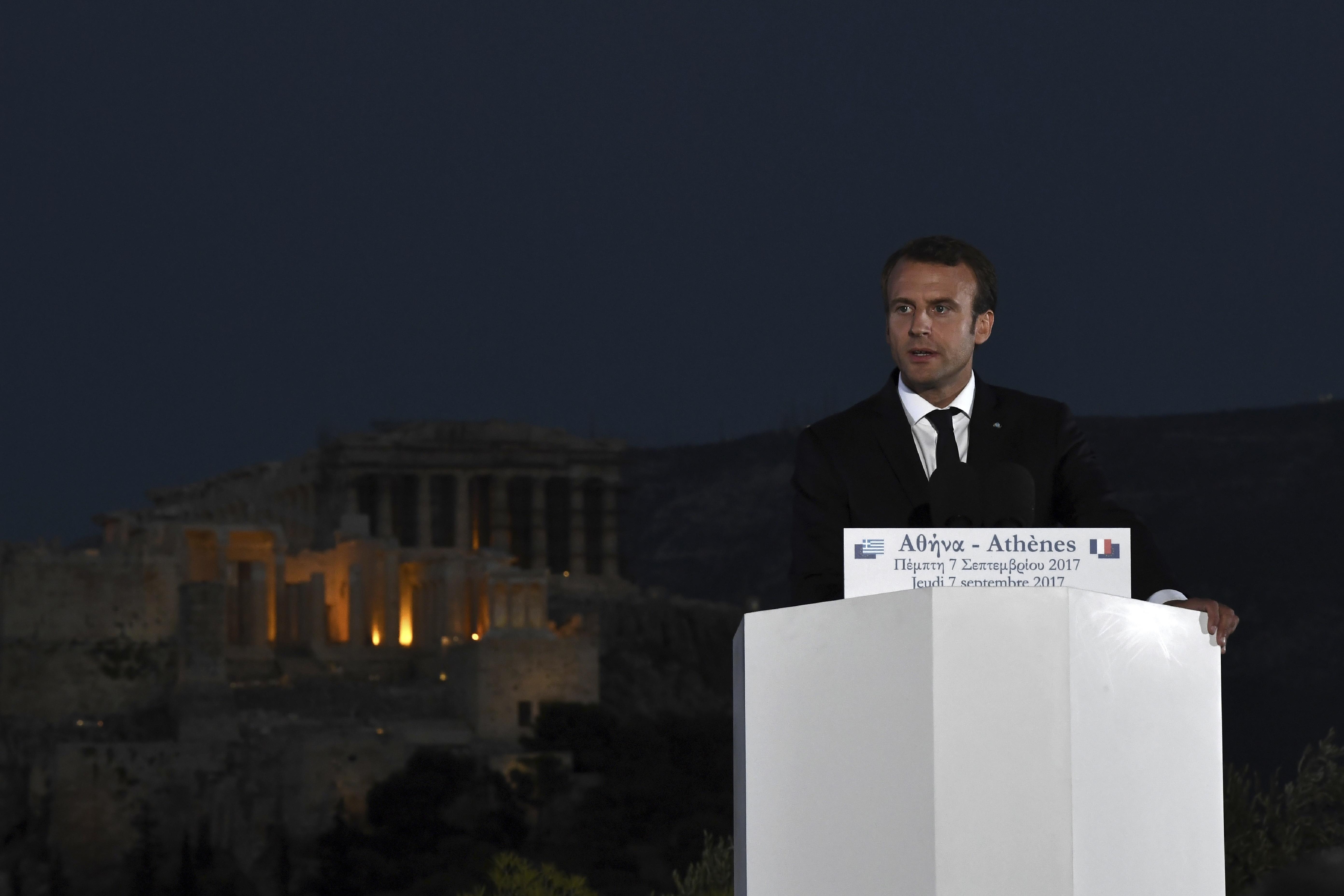 Макрон: Европа рискува да стане подвластна на Китай и САЩ