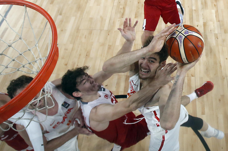 На Евробаскет 2017 останаха 8 тима, Турция плаче