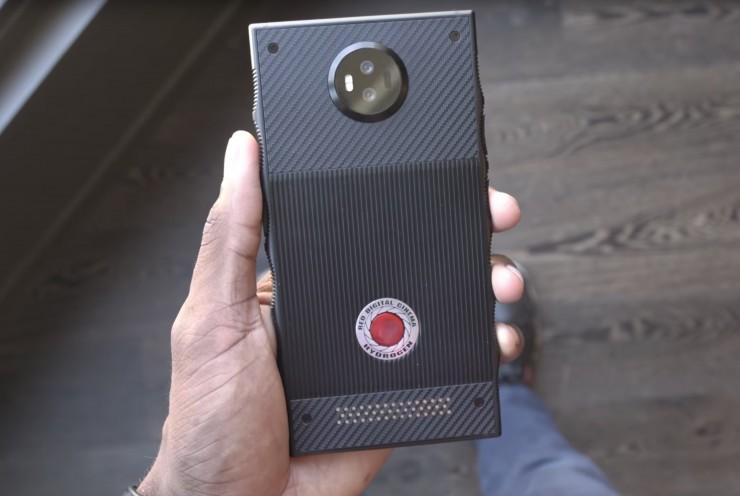Подробности за първия холографски смартфон