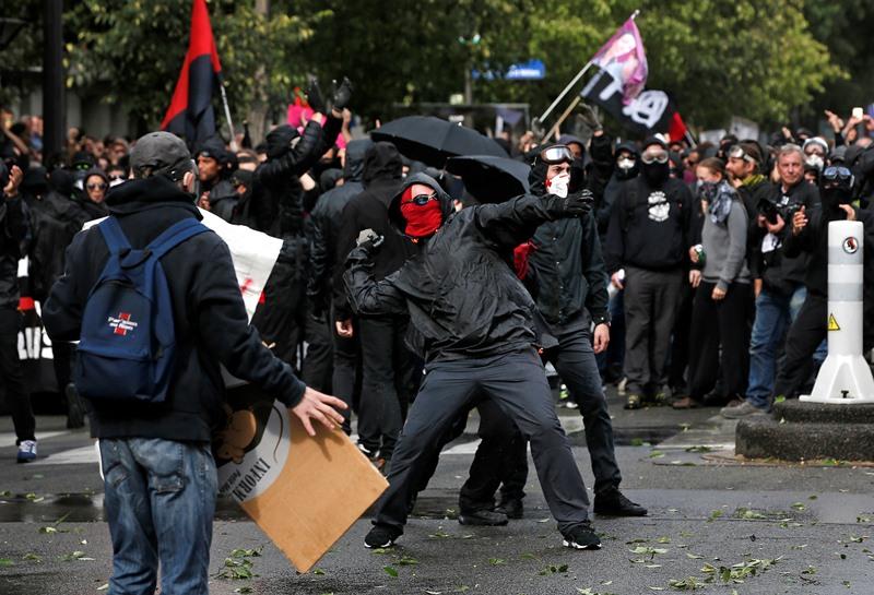 Насилие на голям протест в Париж (Снимки+Видео)
