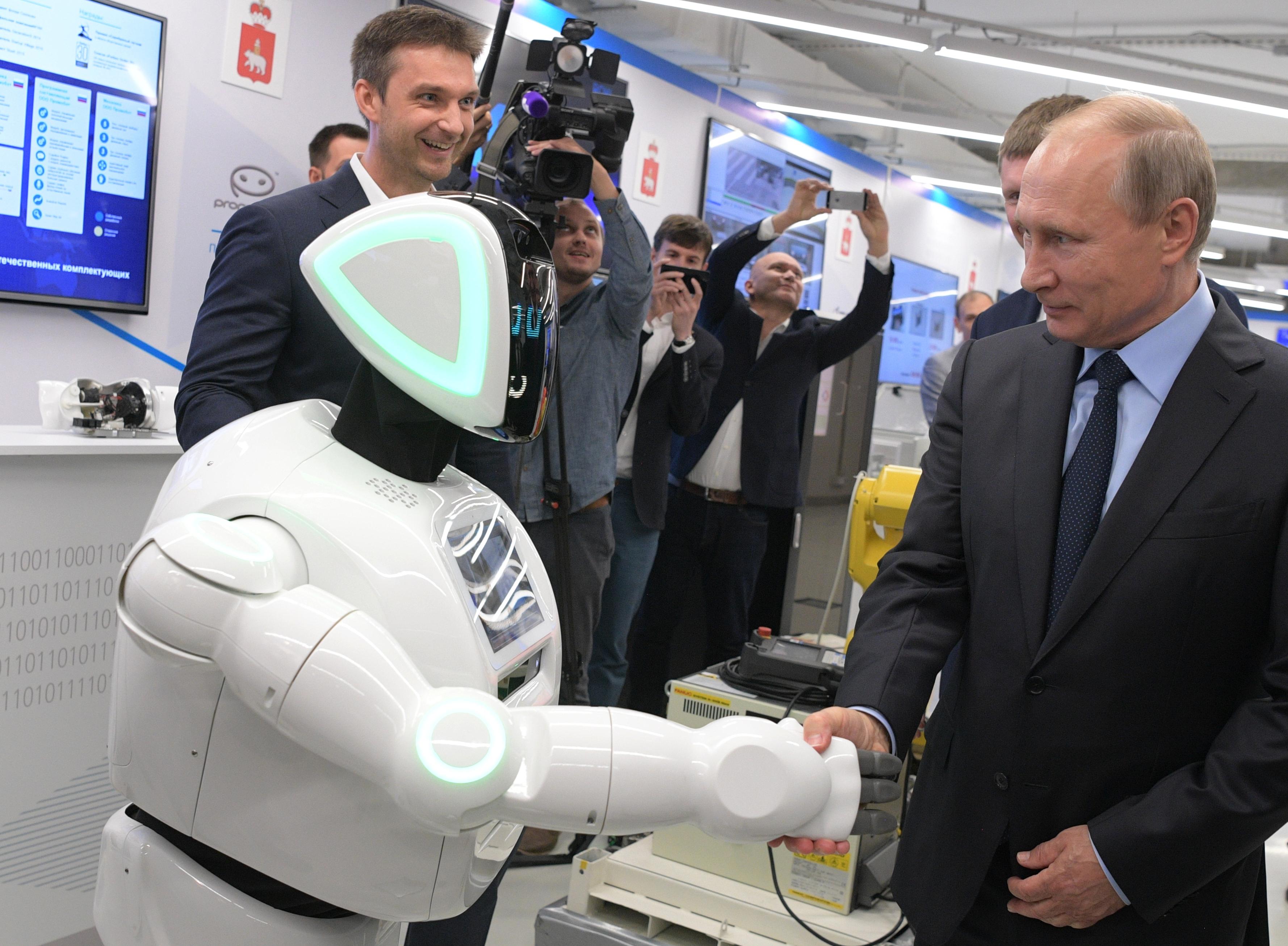 Руски робот-беглец се ръкува с Владимир Путин