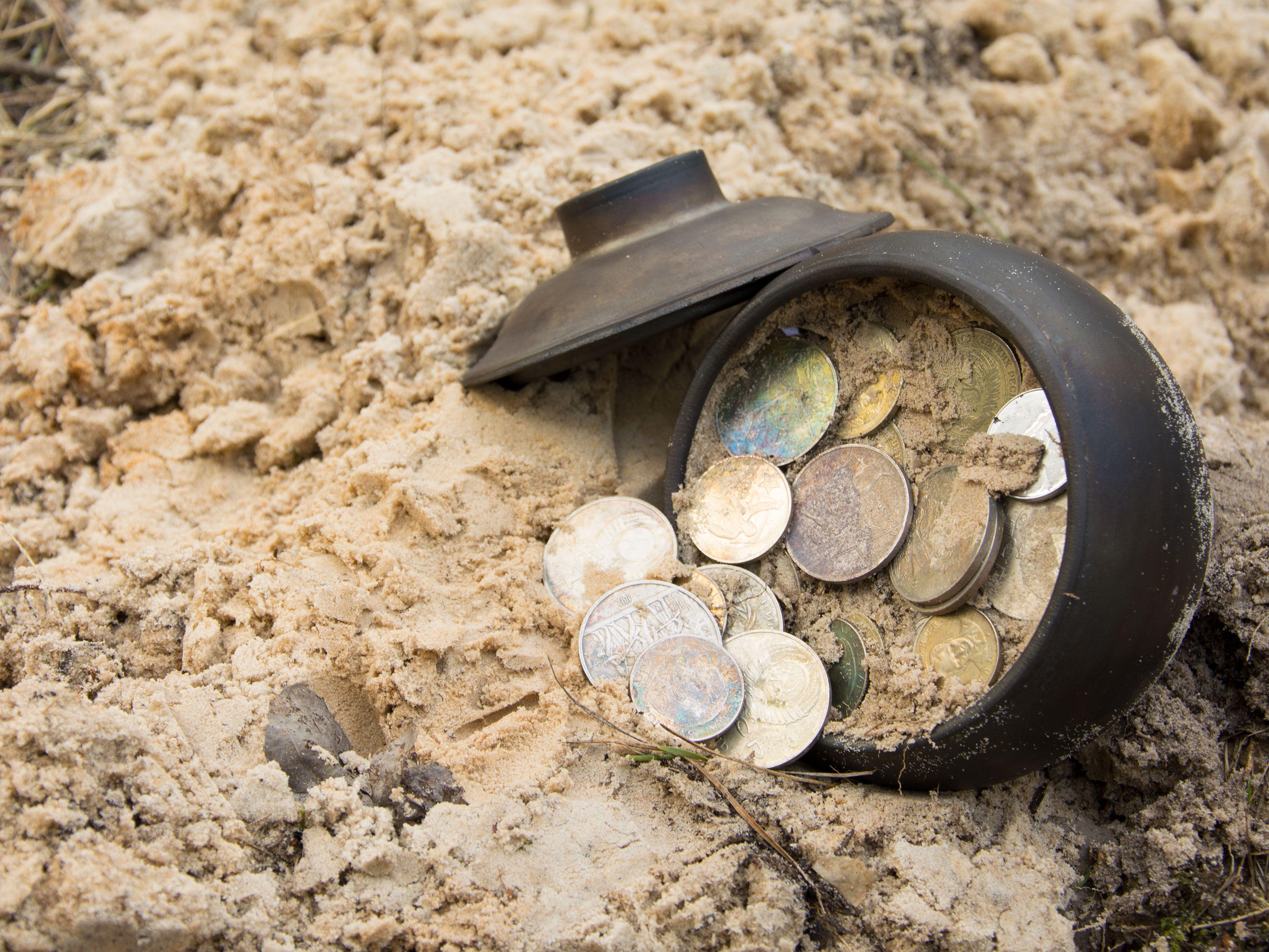 Откриха сребърно съкровище в корените на дърво в Мездра