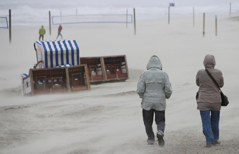 Най-малко трима души са загинали при буря в Германия