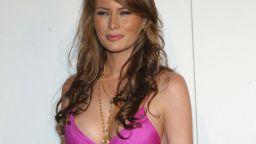 """Смут в Белия дом: """"Мелания"""" прави стриптийз в Овалния кабинет"""