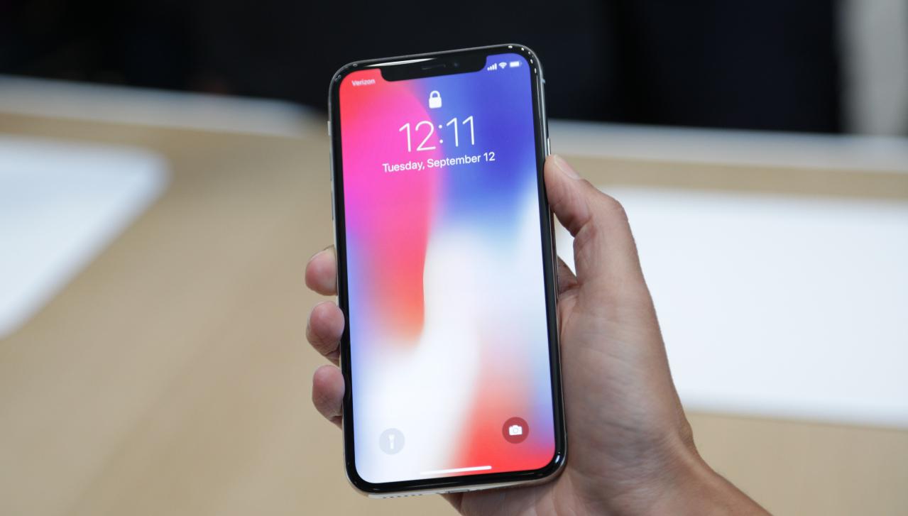 Apple тайно следят и снимат потребителите си