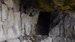 Пречистване на душите през Свещената дупка на Св. Иван Рилски