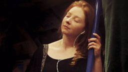 Вижте пътниците в Лондонското метро, пренесени в Ренесанса
