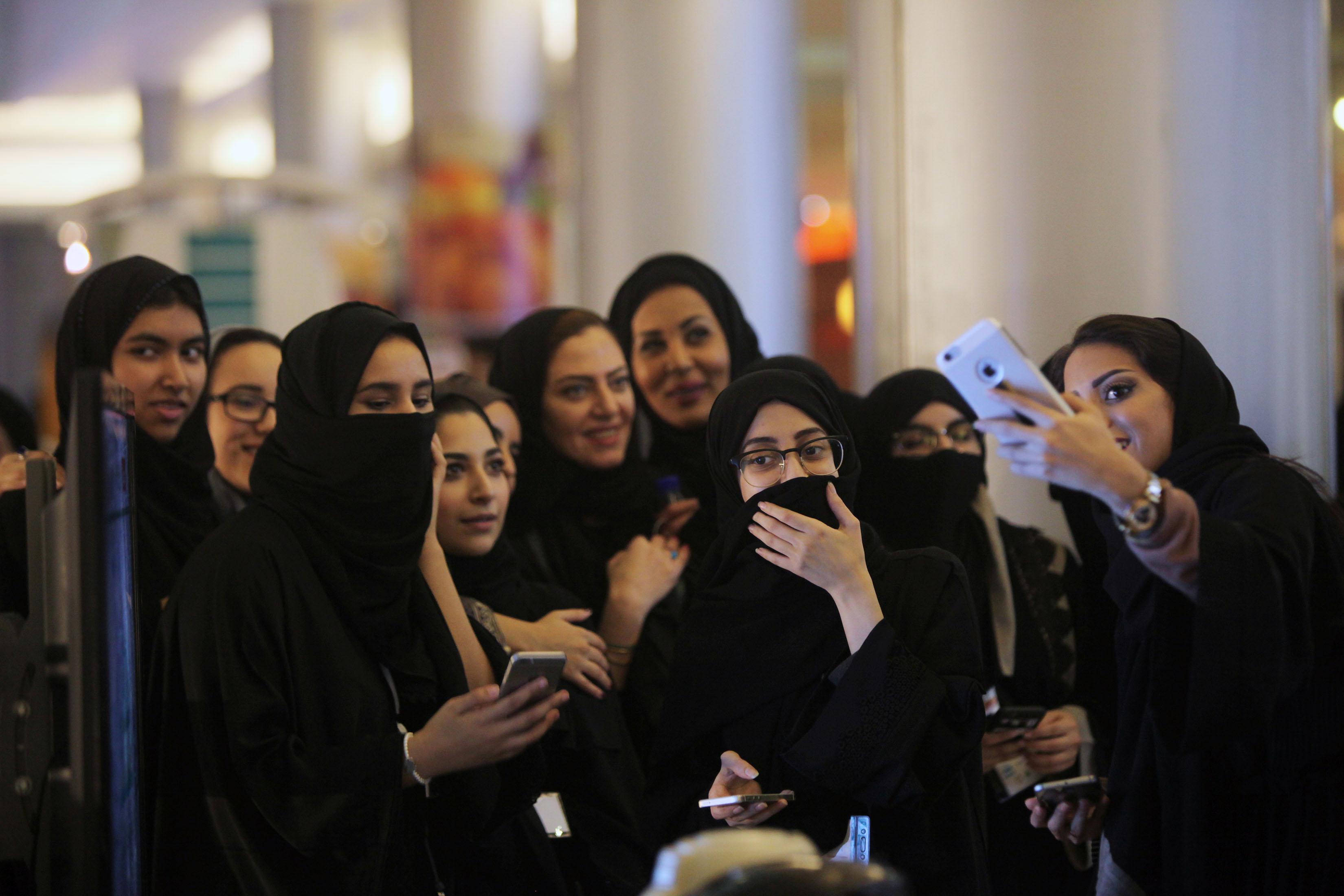 Жените в Саудитска Арабия ще могат да карат и камиони