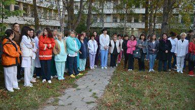 Замериха с яйца зам.-министър.  Медиците от врачанската болница получиха заплатите си за февруари