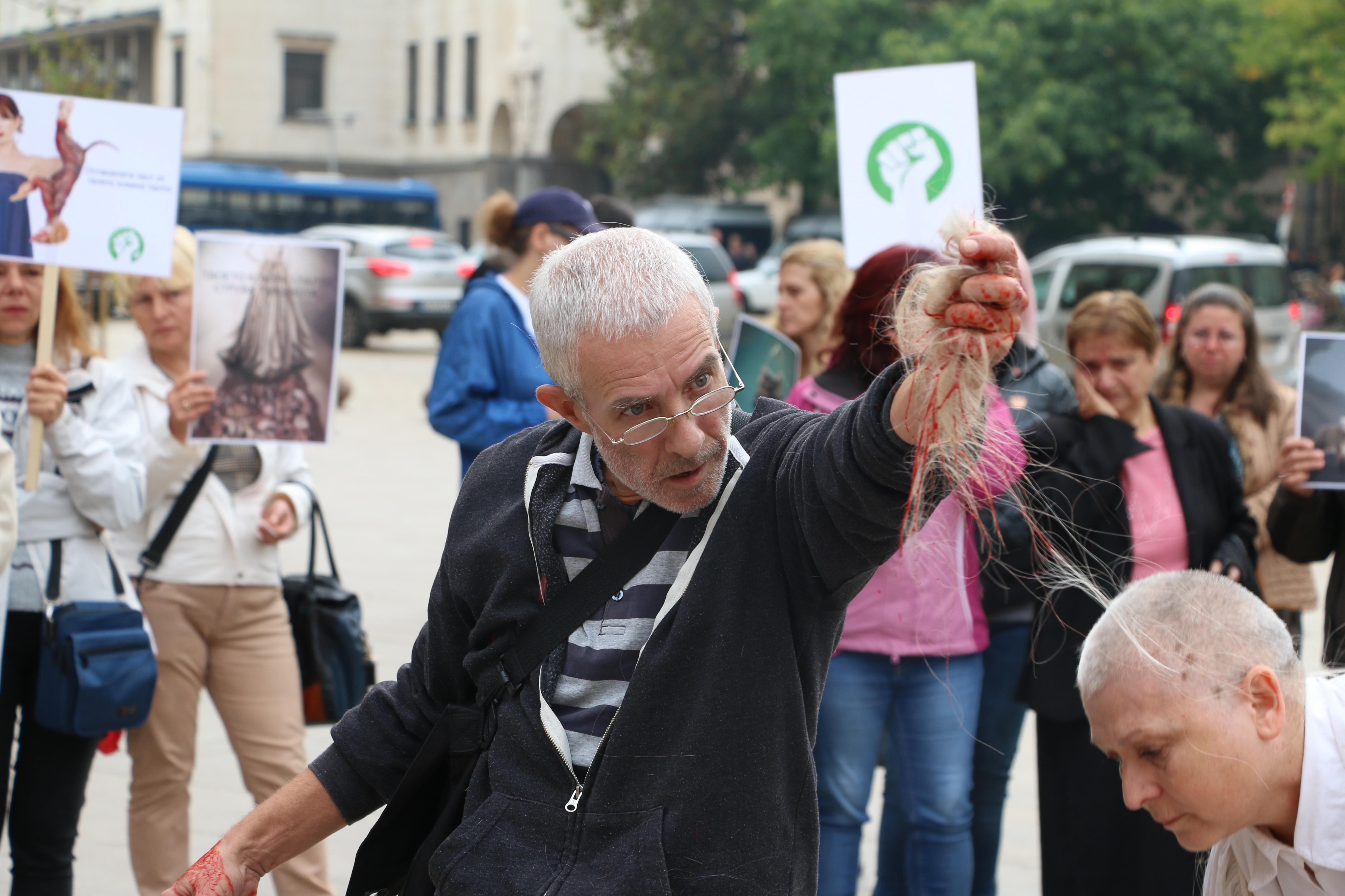 Вегани протестириха заради отглеждането на опасни норки